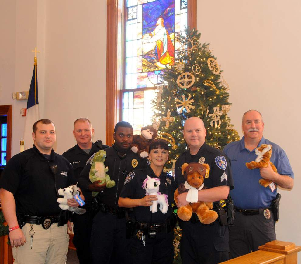 Women's group, Zachary police unite for children _lowres
