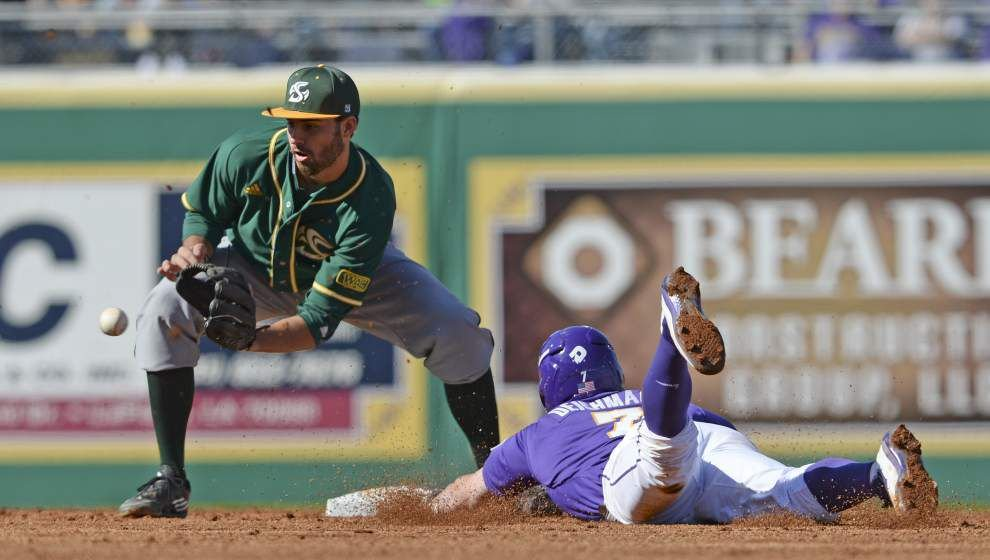 LSU slips in baseball polls after going 2-2 for week, still among Top 10 _lowres