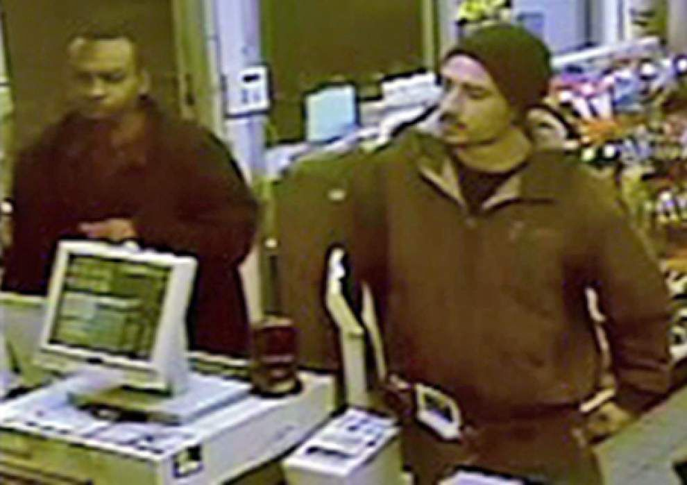Lafayette authorities seek two accused of using stolen credit card _lowres
