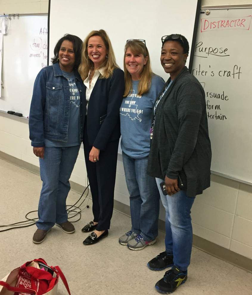 Novelist teaches writing workshop to West Feliciana Middle School seventh-graders _lowres