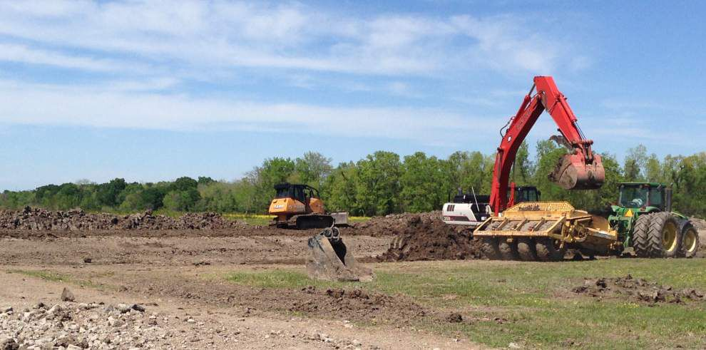 Parish buys $5 million pump, dirt work begins in Astroland: all to stop flooding in Ascension Parish _lowres