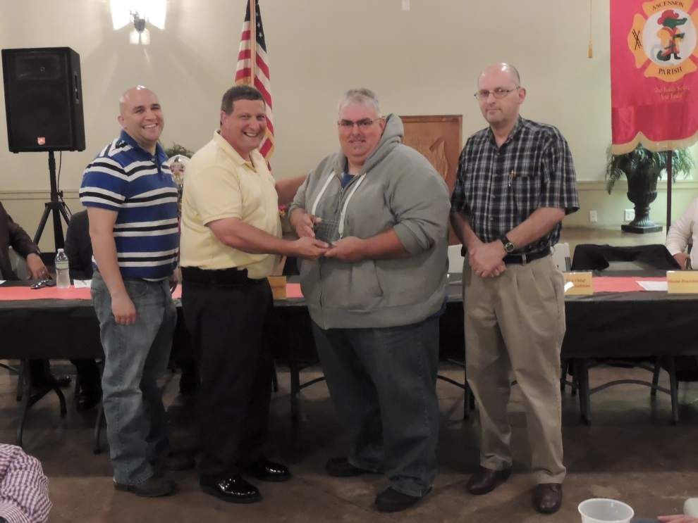 Firefighters honored at banquet _lowres