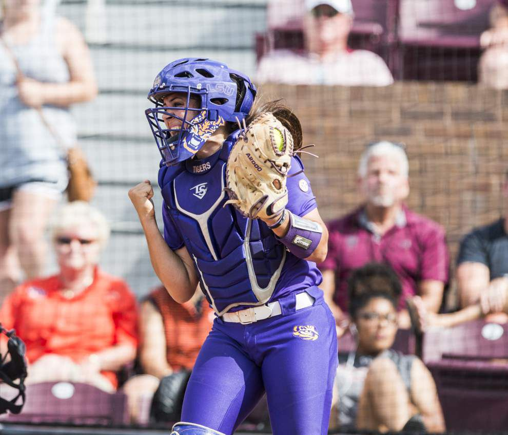 LSU softball team enjoyed bonding during rain delay, now it's ready to play WCWS opener _lowres