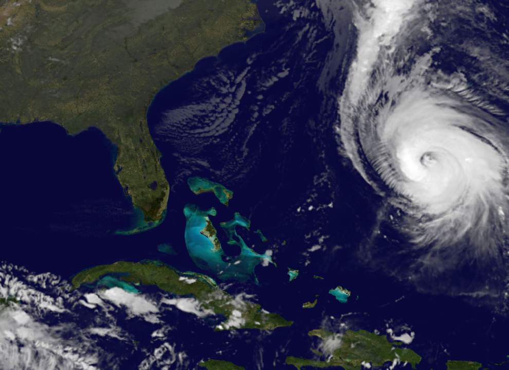 Powerful Hurricane Gonzalo approaching Bermuda _lowres