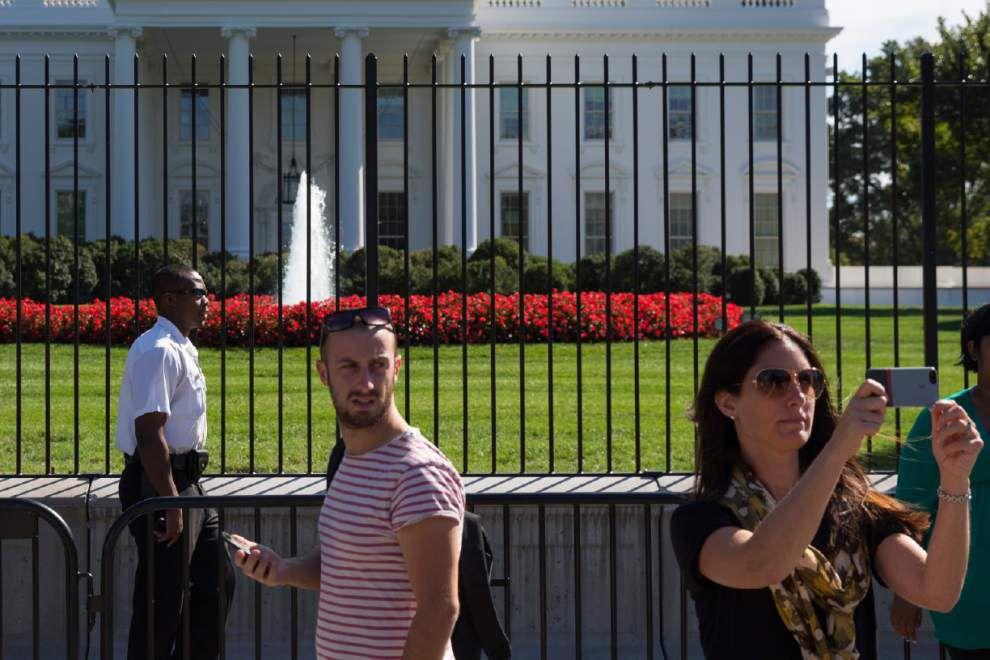 Secret Service head takes onus for White House breach _lowres