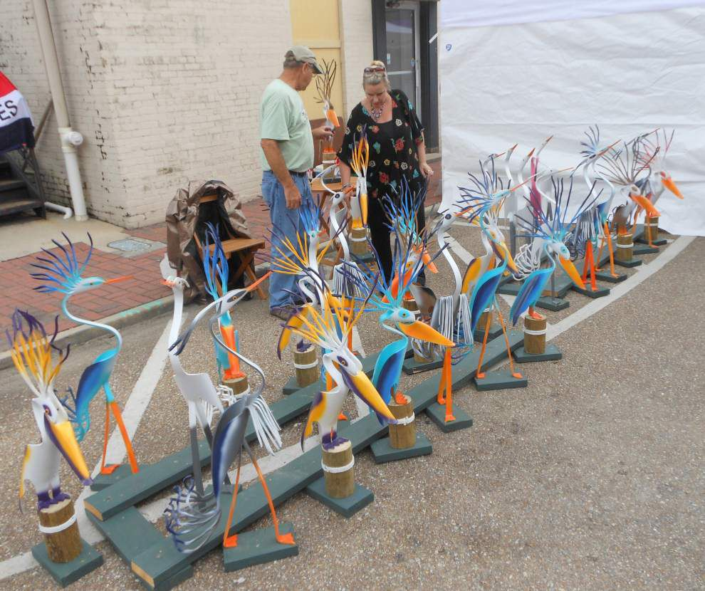 Rain not a damper for antique festival _lowres