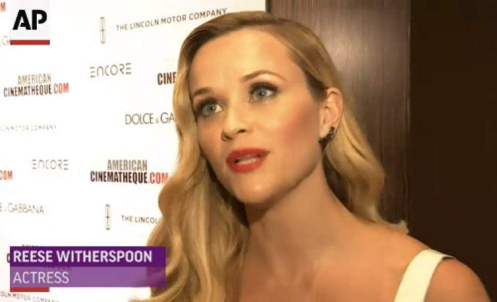 Witherspoon, Hathaway gather for McConaughey _lowres