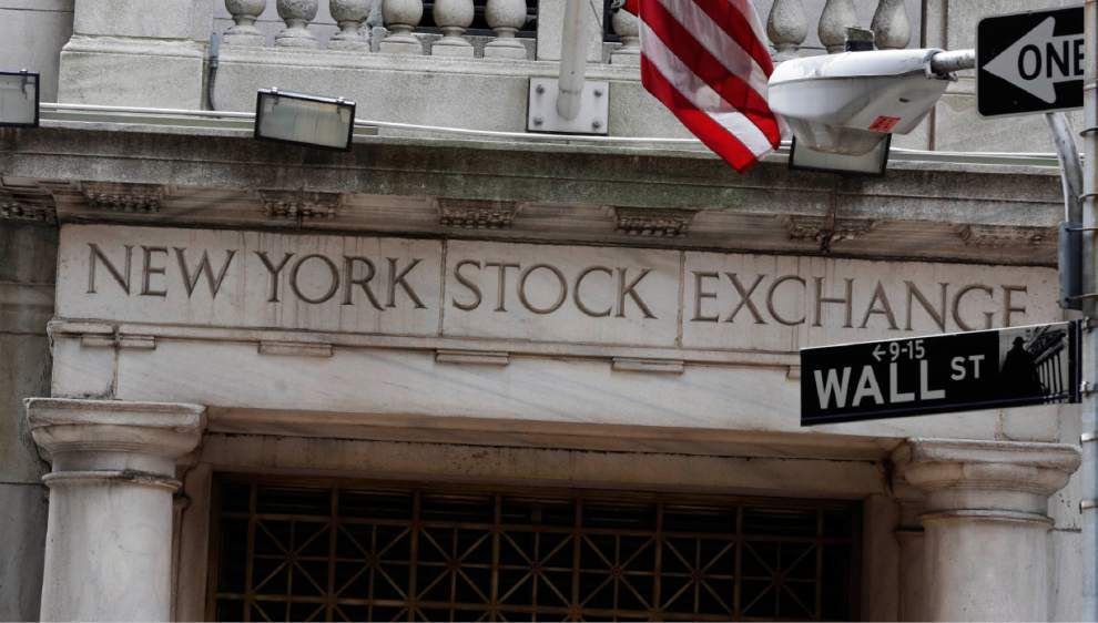 Global markets fall as New Year holiday nears _lowres