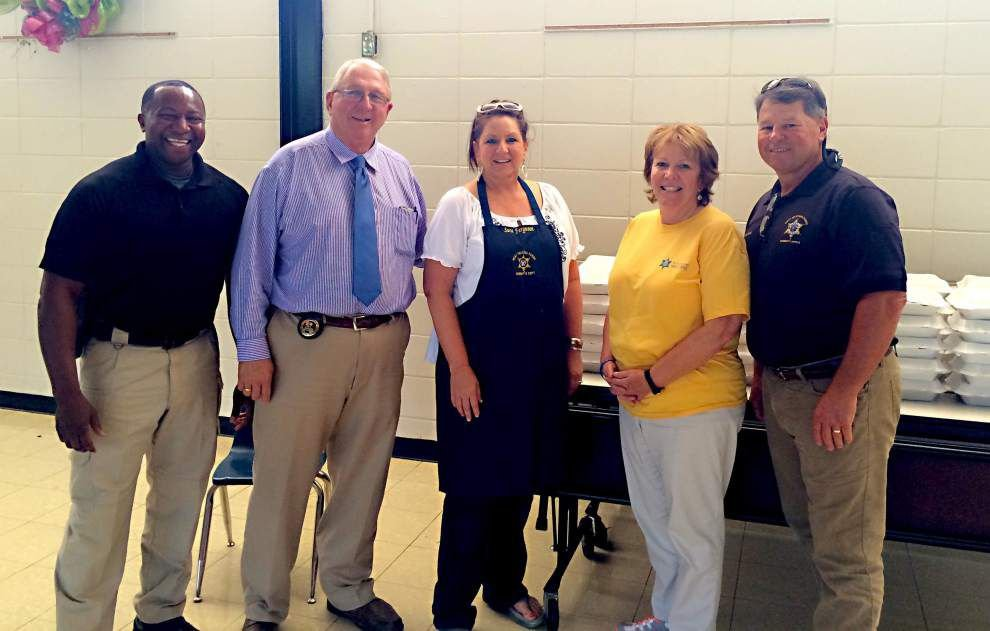 West Feliciana sheriff serves bunch of lunch _lowres