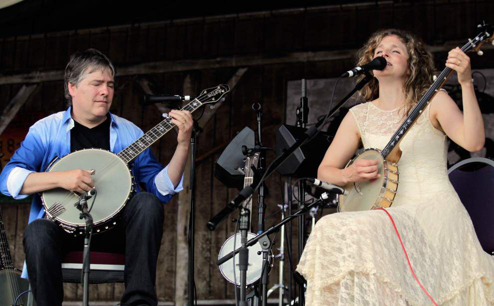 Fais-Do-Do Stage: Fleck and Washburn strum, show the beauty of banjos _lowres