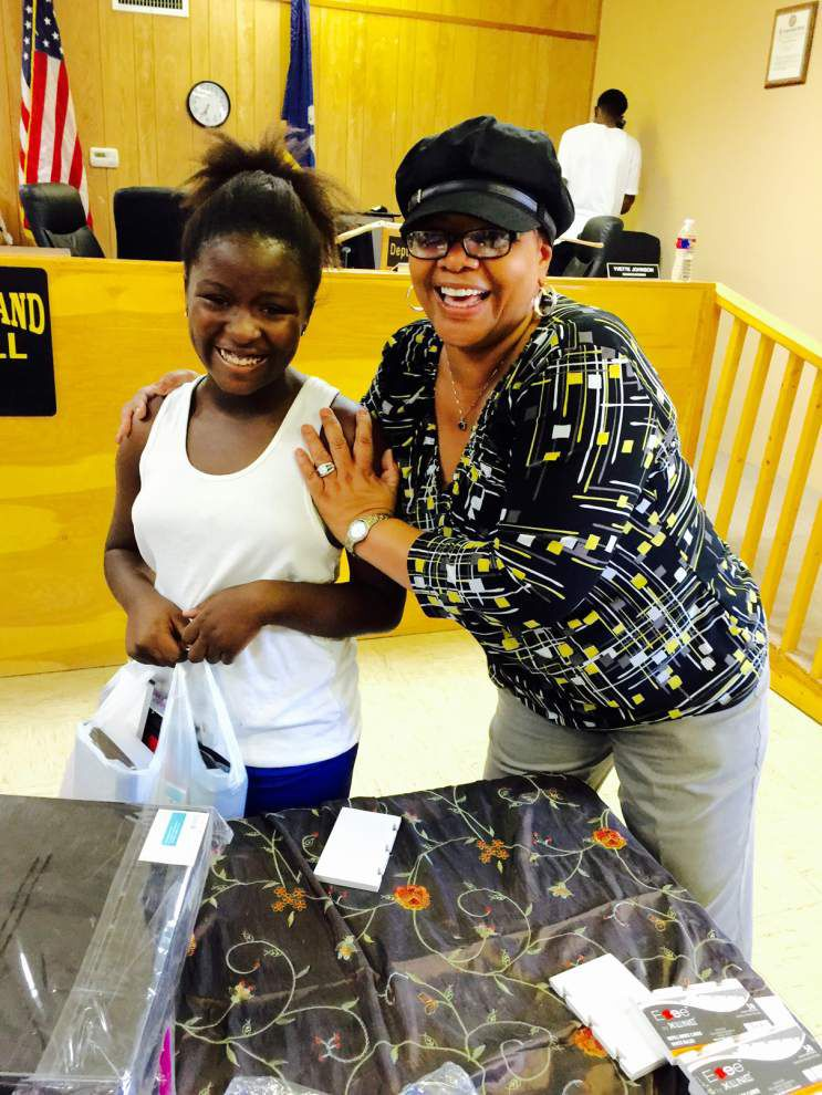Roseland holds third annual giveaway for school supplies _lowres