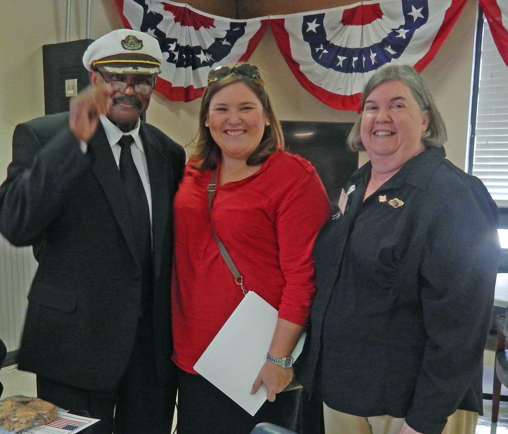 Women's group gives thanks to area veterans _lowres