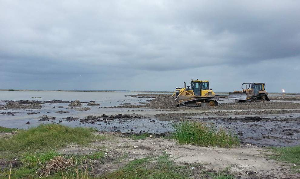 Early coastal projects in Louisiana are underway _lowres