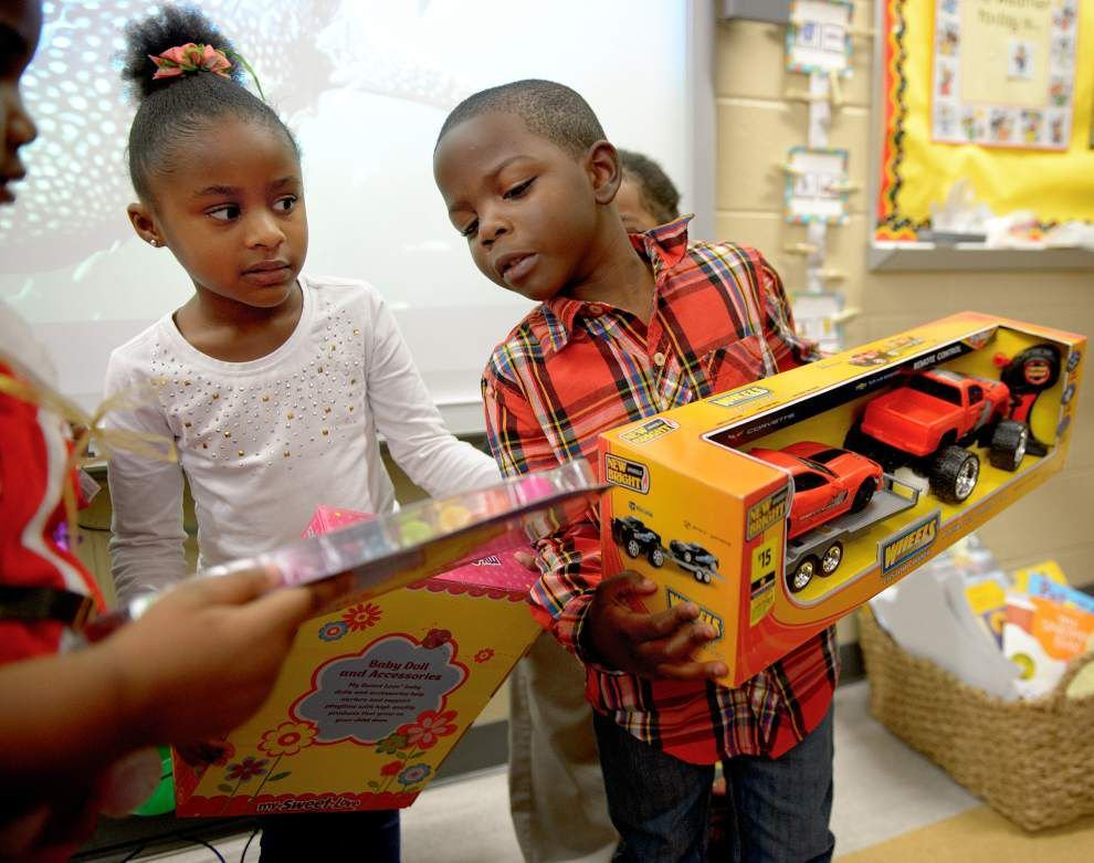 Photos: NOPD toy give-away _lowres