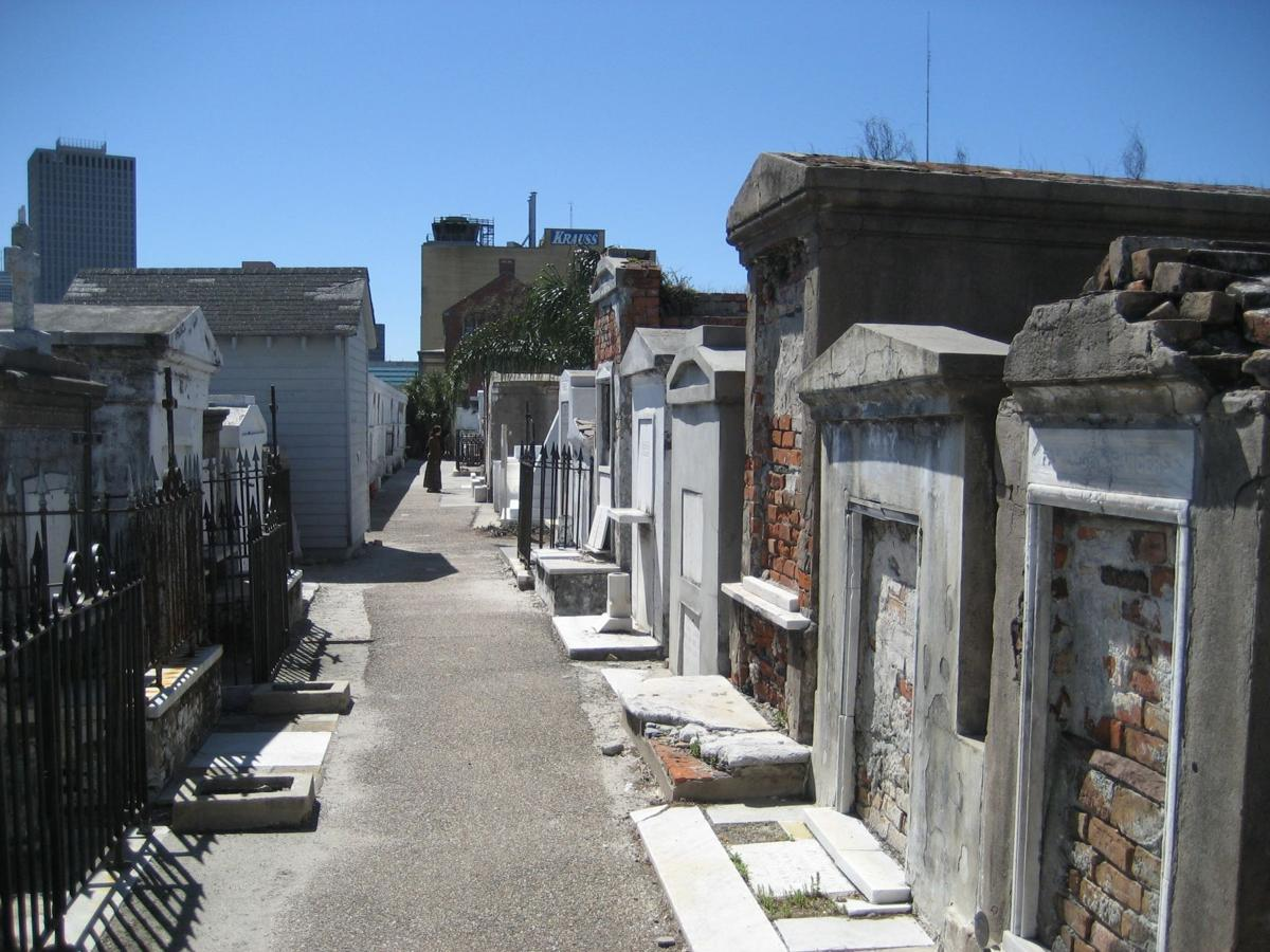 You'll need cash or a tour license to visit St. Louis Cemetery No. 1 starting March 1_lowres
