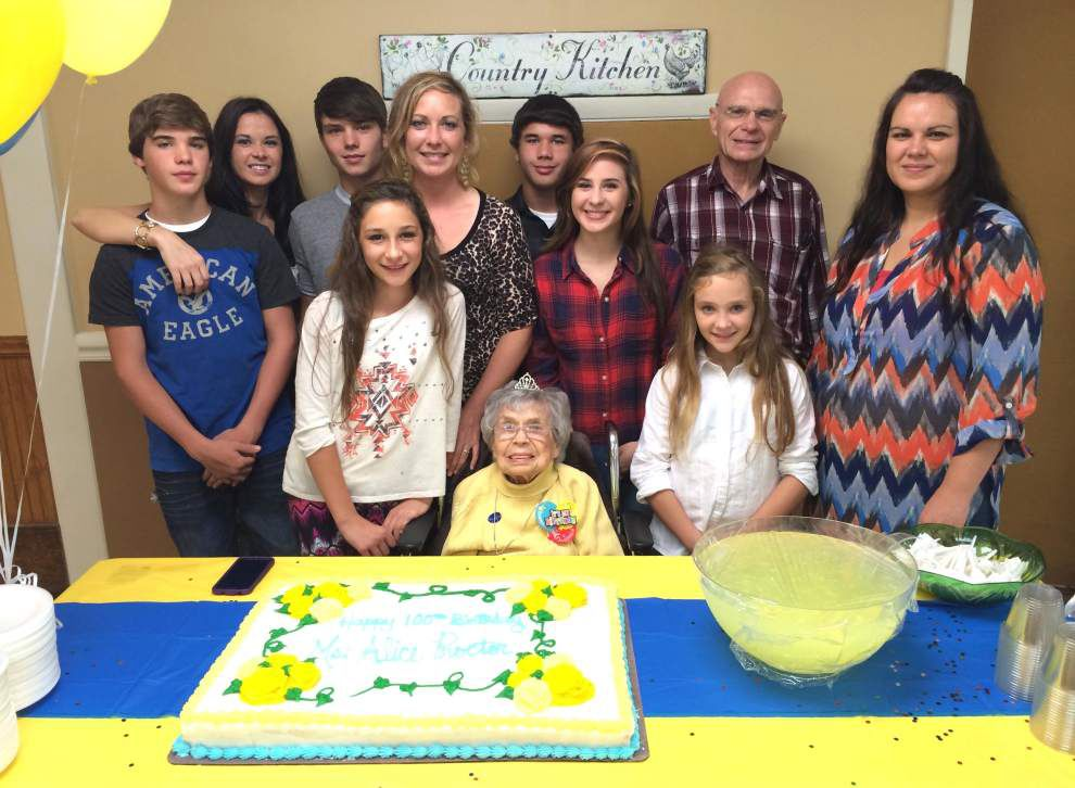 Alice Proctor celebrates 100 years with family _lowres
