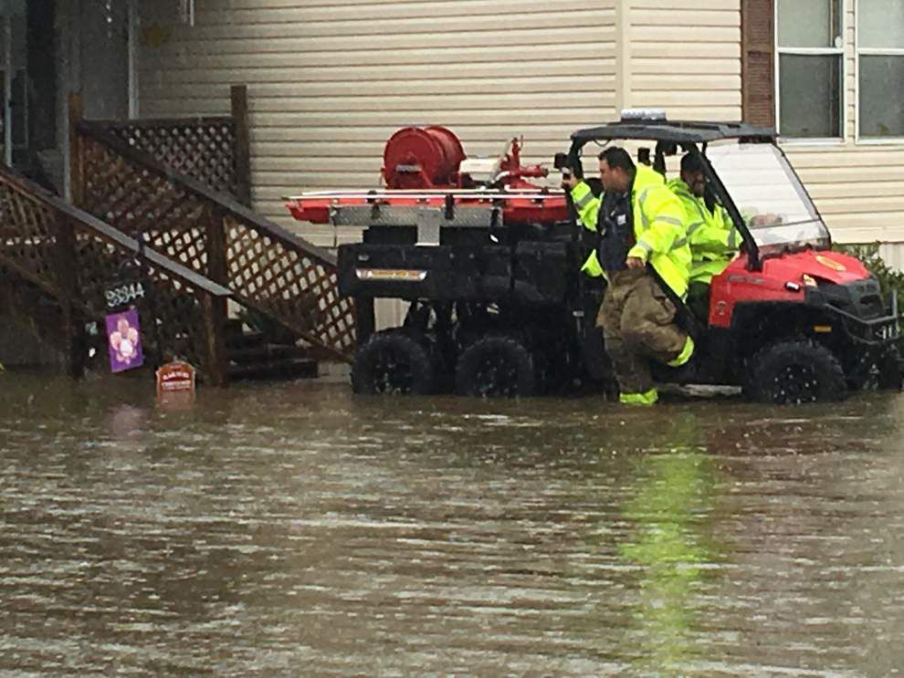 Firefighters to the rescue after heavy rains stranded motorists, residents _lowres