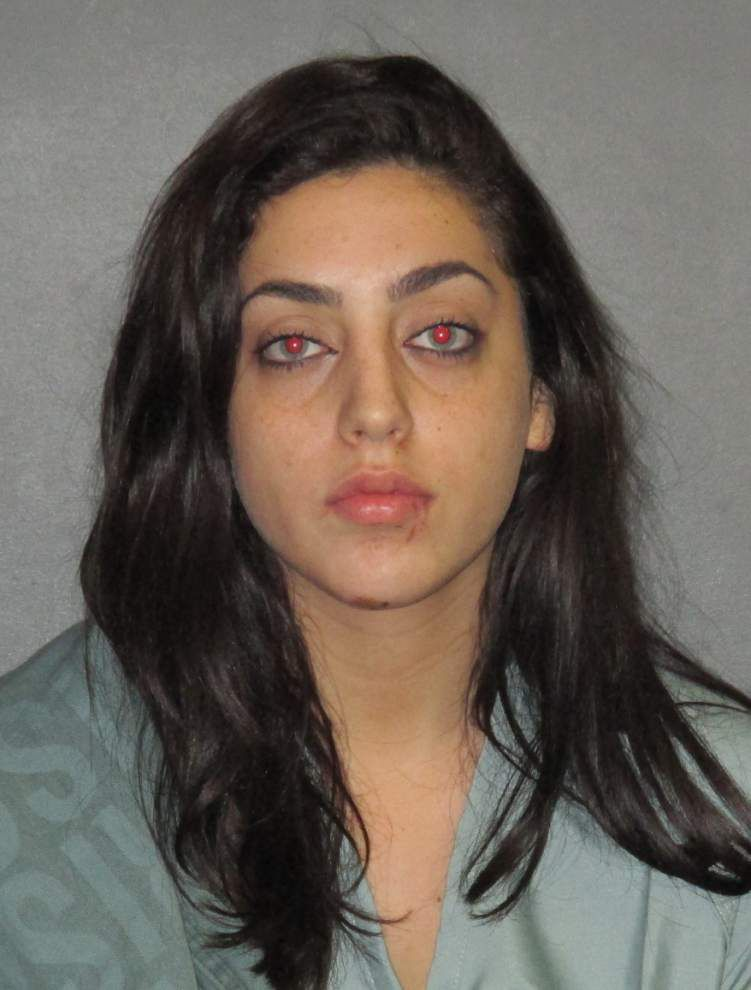 Baton Rouge Police: Woman, 20, accused of drunken driving; hits motorcycle, injures two _lowres