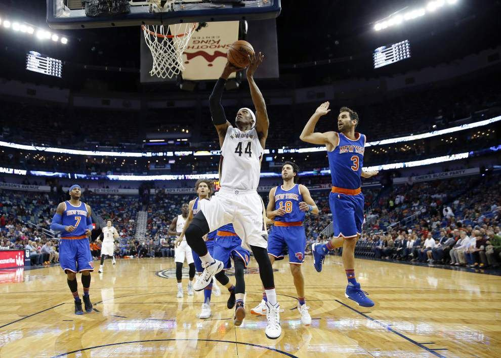 Gallows humor?: Alvin Gentry's postgame comedy routine, hug-seeking kid on the court highlight weird Pelicans win over the Knicks _lowres