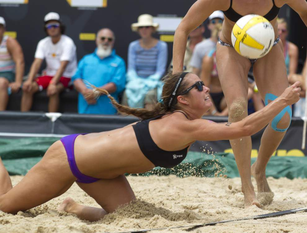 Volleyball players adjust, get back on schedule _lowres