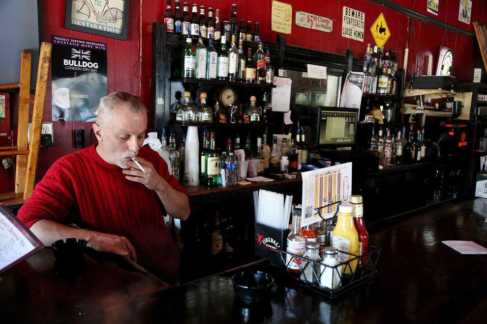 New Orleans moves closer to a ban on smoking in bars, casinos; city council committee OKs ordinance _lowres