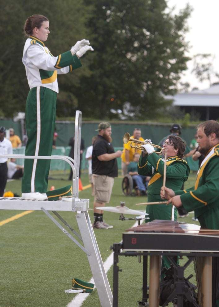 SLU drum majors bring friendship onto the field _lowres