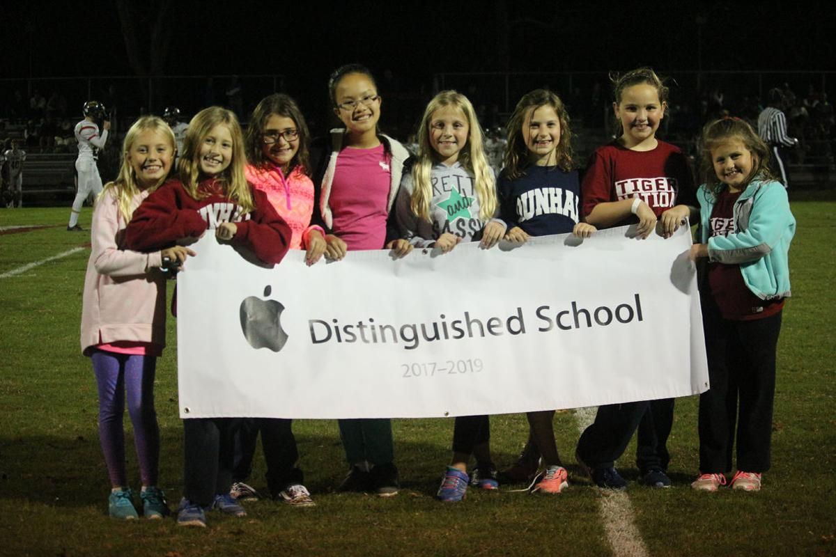 Dunham Apple Distinguished School Banner 5589.JPG