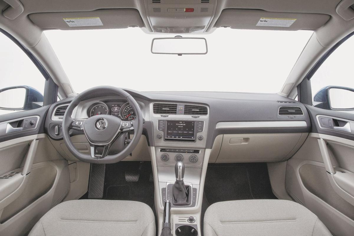 2017 Volkswagen Golf SportWagen S Interior