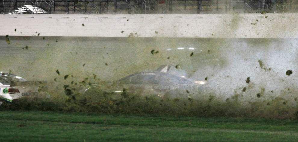 Jeff Gordon surges to win at Kansas Speedway _lowres