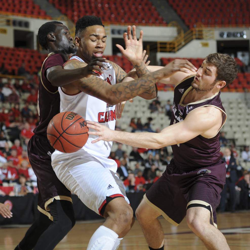 Cajuns extend win streak to 7 in OT _lowres