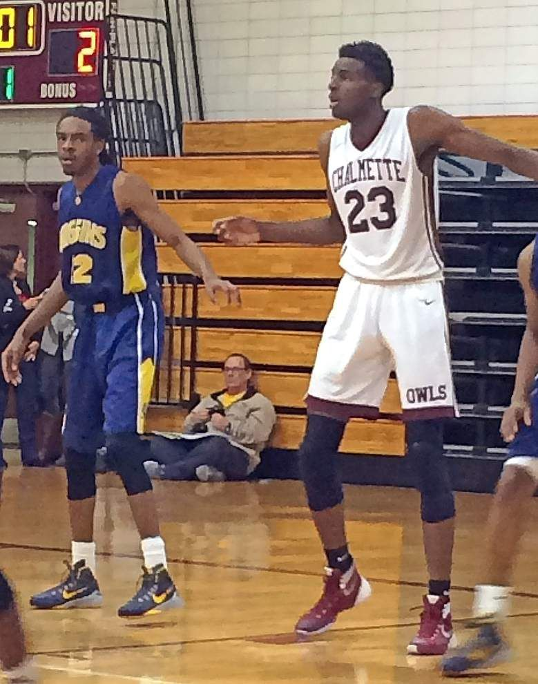 Higgins wins its tournament, does good job slowing down Chalmette 7-footer Mitchell Robinson _lowres