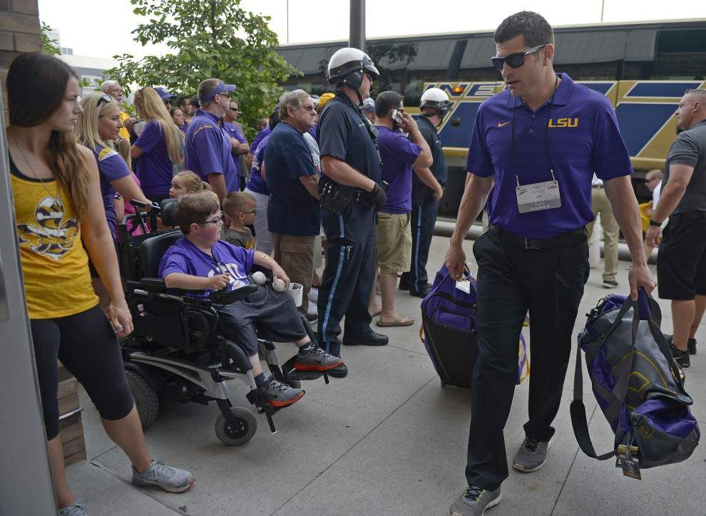 Flash mobs and frog legs: See how Tiger fans get ready for the first College World Series game _lowres
