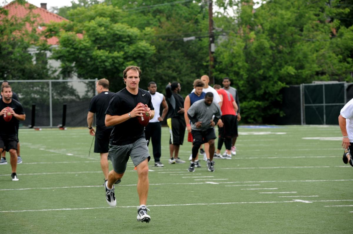 Drew Brees' injured shoulder during Tampa Bay Buccaneers game could signal the end_lowres