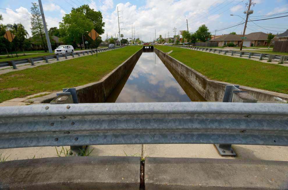 3 deaths in drainage canals prompt Jefferson officials to explore installing more car barricades _lowres