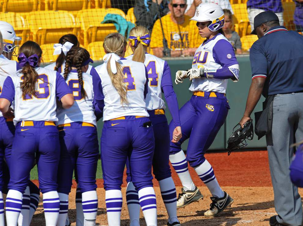 Perfect!: LSU softball sweeps Arkansas to start season 25-0 _lowres