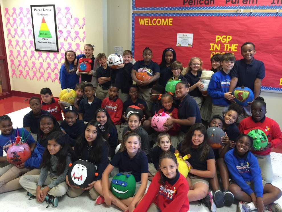 Pecan Grove 4-Hers decorate pumpkins for contest _lowres