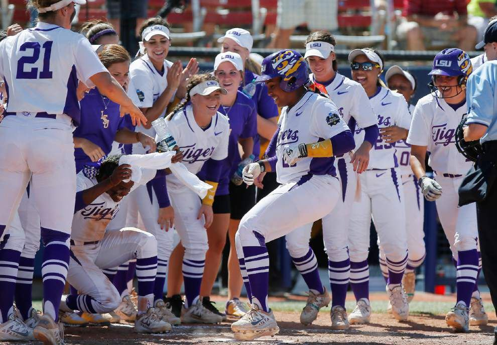 Oklahoma knocks out LSU in Women's College World Series semifinals _lowres