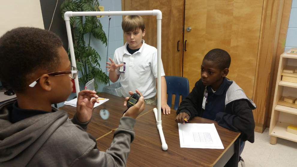 Hammond fifth-graders experiment with pendulum _lowres