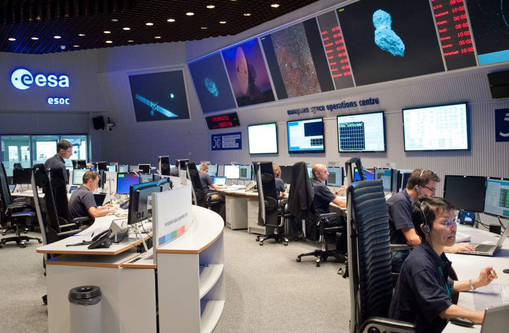 Comet joined by space probe after 10-year pursuit _lowres