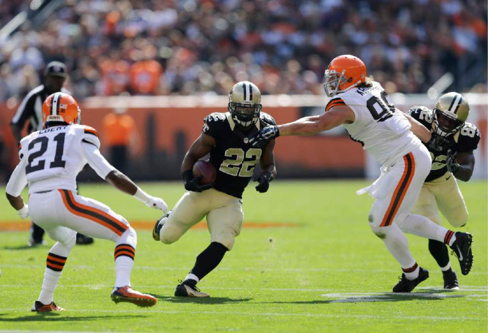 Report says running back Mark Ingram breaks hand, out at least a month _lowres