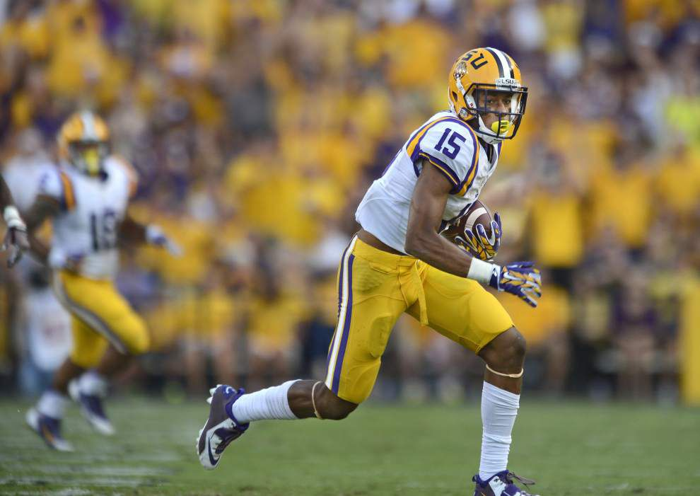 Wait over: LSU running back Terrence Magee throws halfback pass _lowres