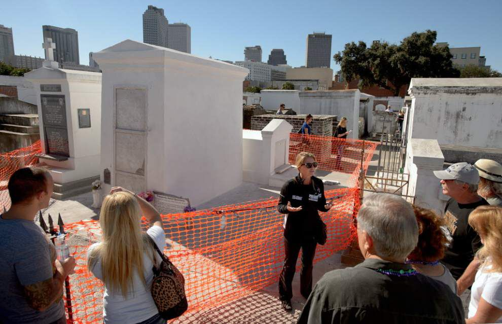Vandalism: No solo tourists in New Orleans' oldest cemetery _lowres