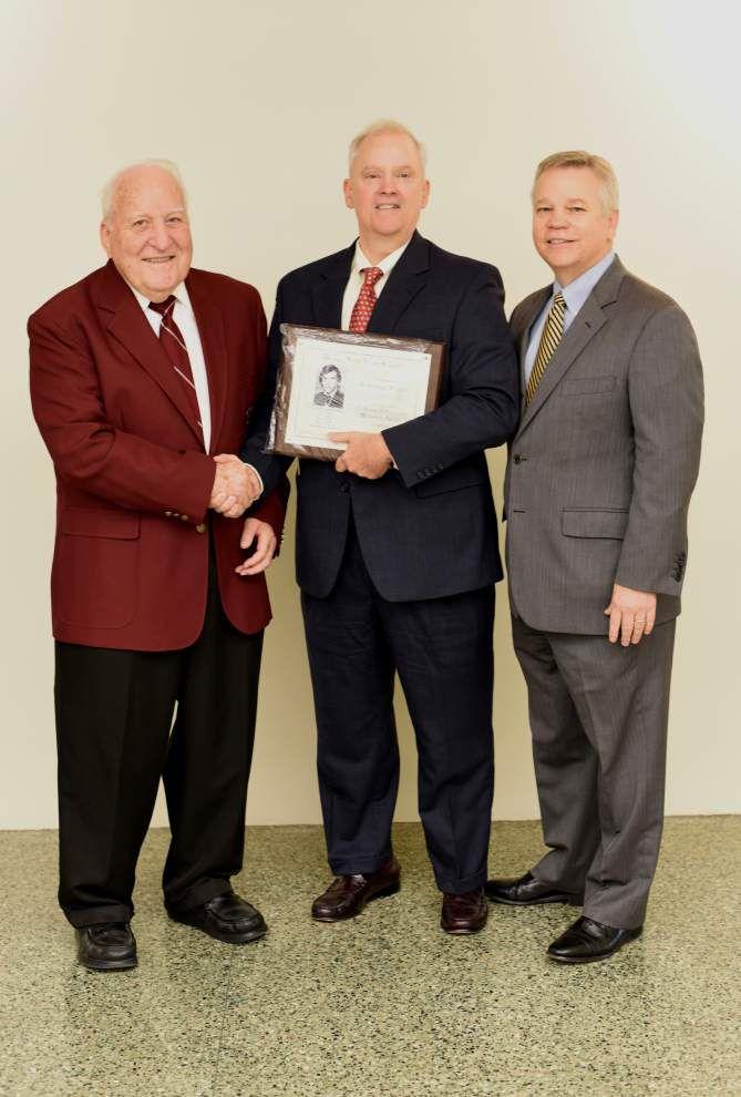 De La Salle wrestling award goes to 1977 alumnus _lowres