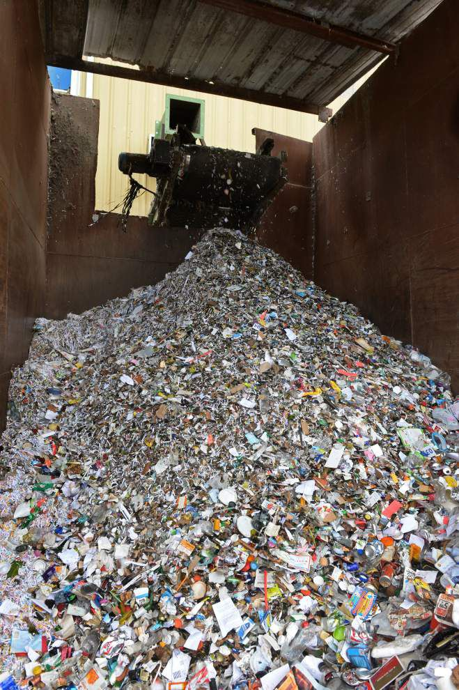 Baton Rouge trash collection fees to increase $1 a month; curbside recycling to continue collecting glass products _lowres