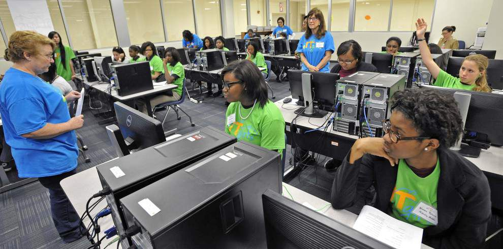 Girls get hands-on training at high-tech workshop _lowres