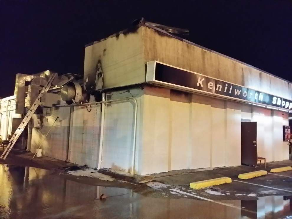 Fire damages Arzi's Cafe on Highland Road _lowres