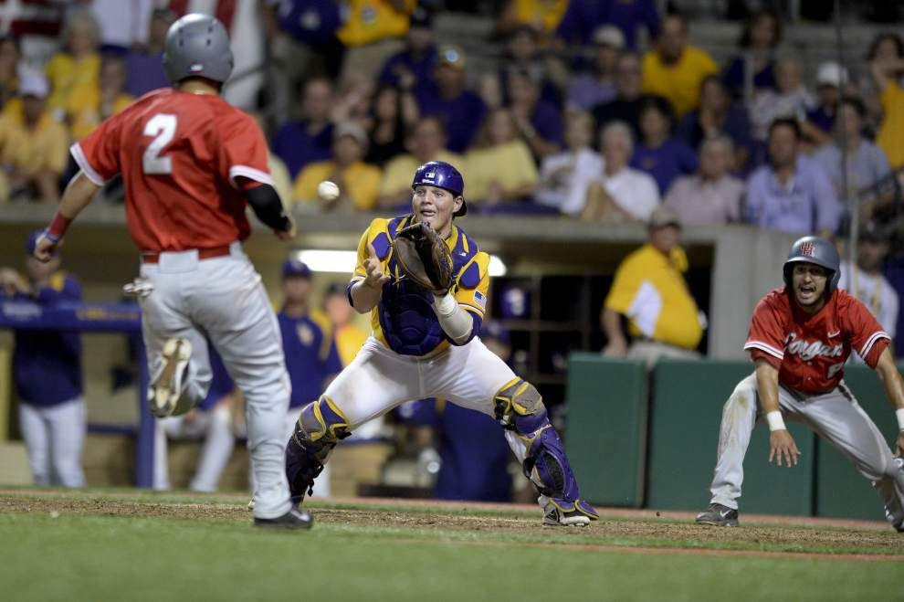 Houston beats LSU 5-4 in wild 11-inning game, forces Monday rematch _lowres