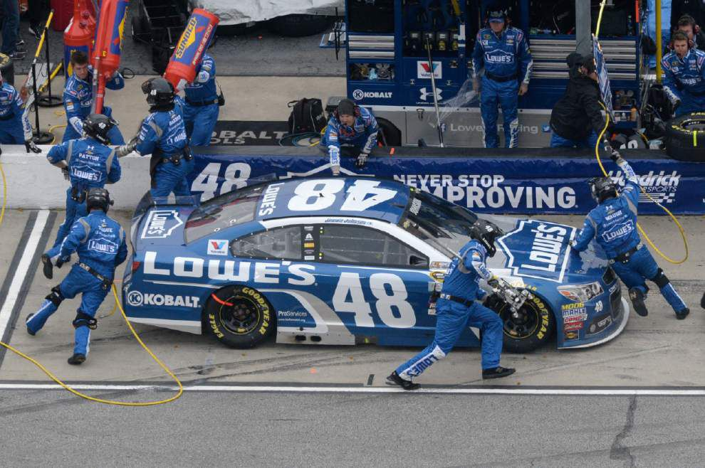 Jimmie Johnson pulls away for 4th Atlanta win _lowres