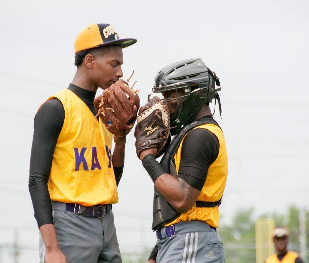 Baseball: Rain shuffles playoff slate _lowres