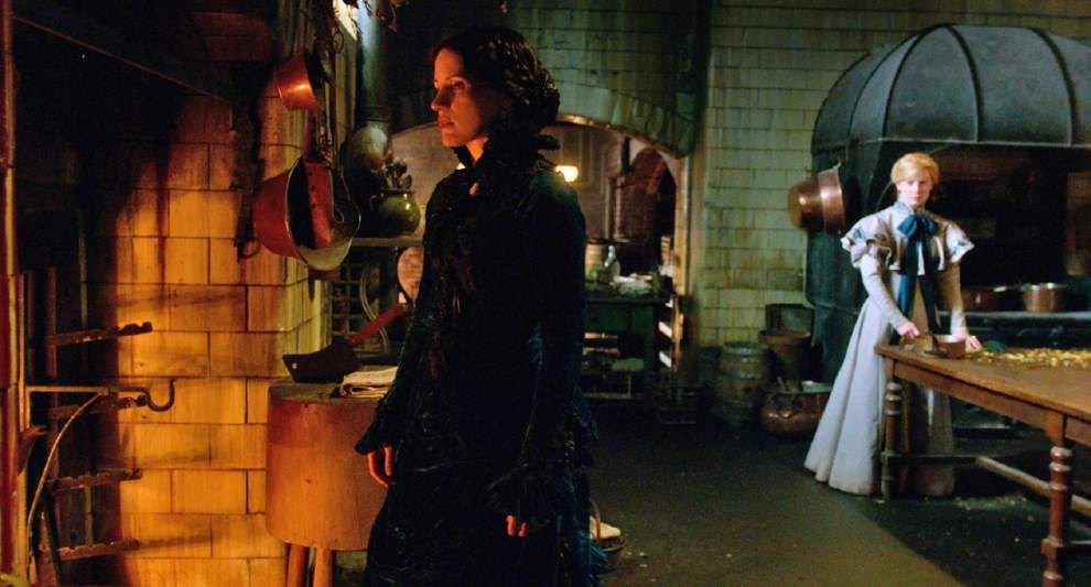 For Guillermo del Toro, home is where the horror is in 'Crimson Peak' _lowres
